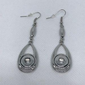 Jewelry - Silver Snap Earrings